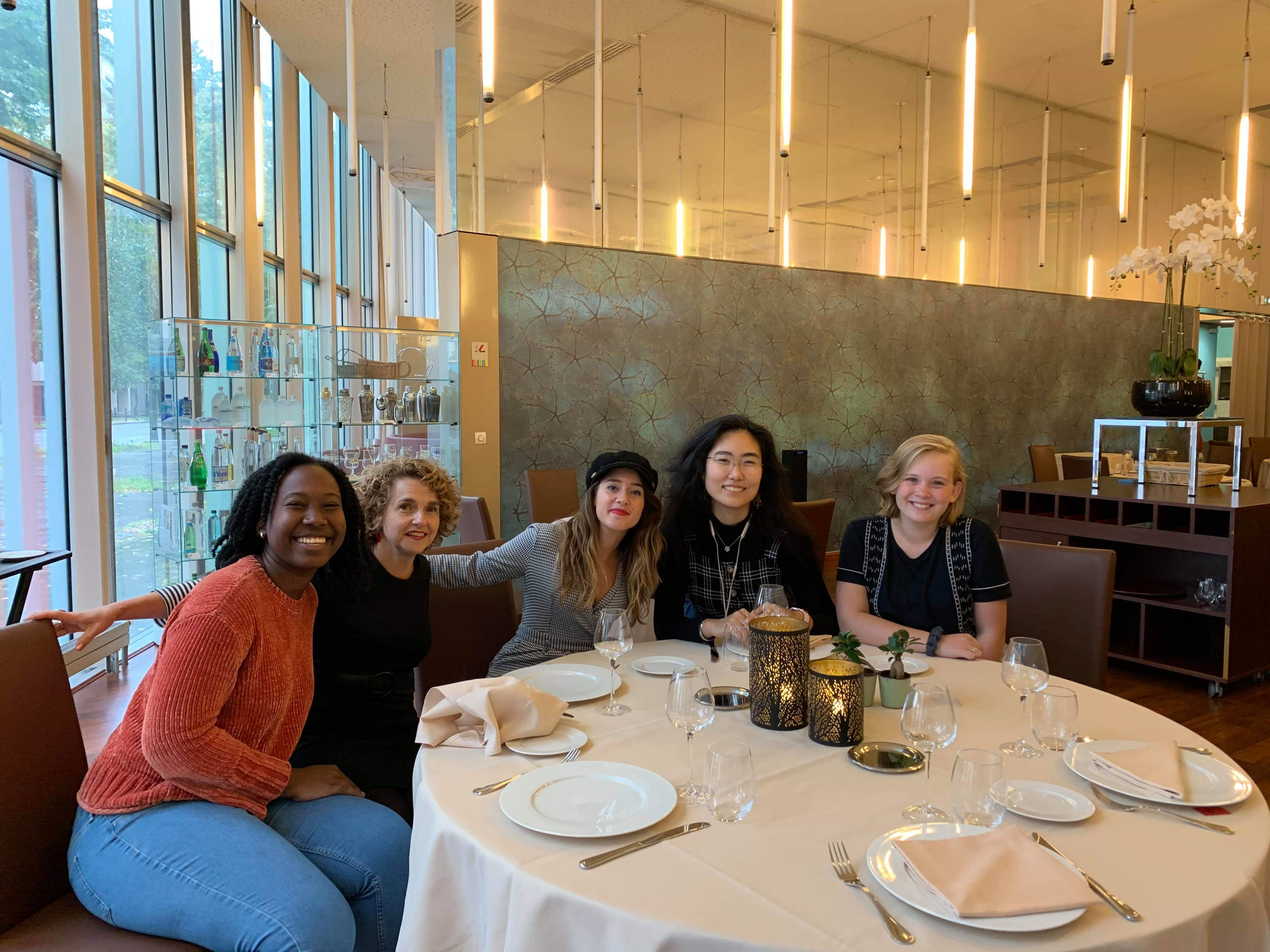 Tonia Williams, Lisa Fleury, Lorène Piquet, Tinatin Omoeva et Susanna Monroe